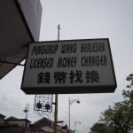 マレー語と、英語と、中国語で書かれてます。多国籍国家を実感!