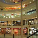 KL市内には、大きくてキレイなショッピングモールがたくさん。お買いもの好きな女子は、わくわくしちゃうねー!!